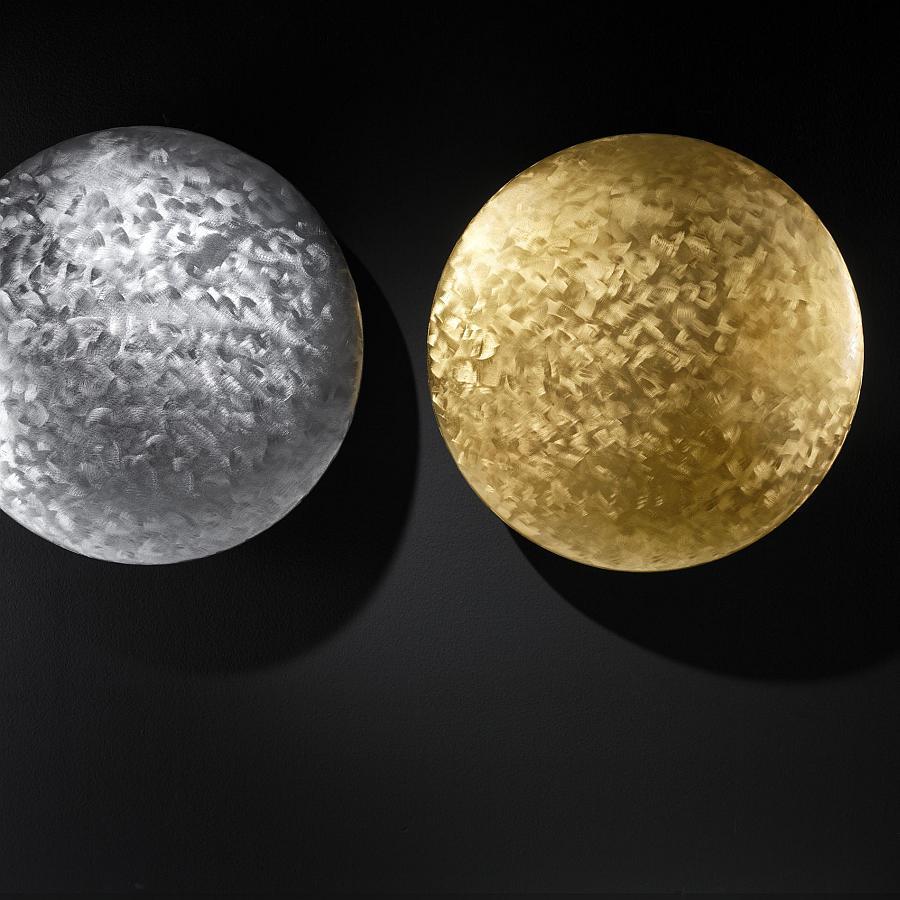 Heizkörper MOON in der besonders edlen Ausführung chrom gehämmert und gold gehämmert. Aufwändige Handarbeit.