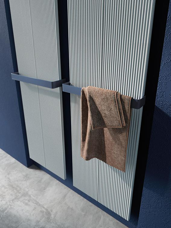 Antrax Design-Heizkörper LOFT V2 vertikal mit Handtuchstange im Detail