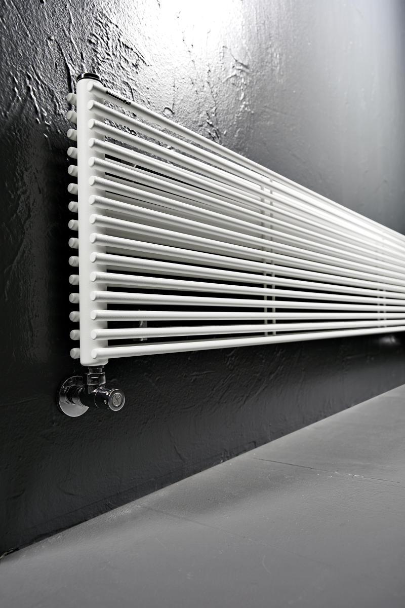 Antrax Design-Heizkörper AO13D horizontal, doppelte Rohre
