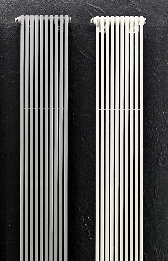 Drei Heizkörper TRIM VS neben einander in verschiedenen Farben, besonders schmal und lang