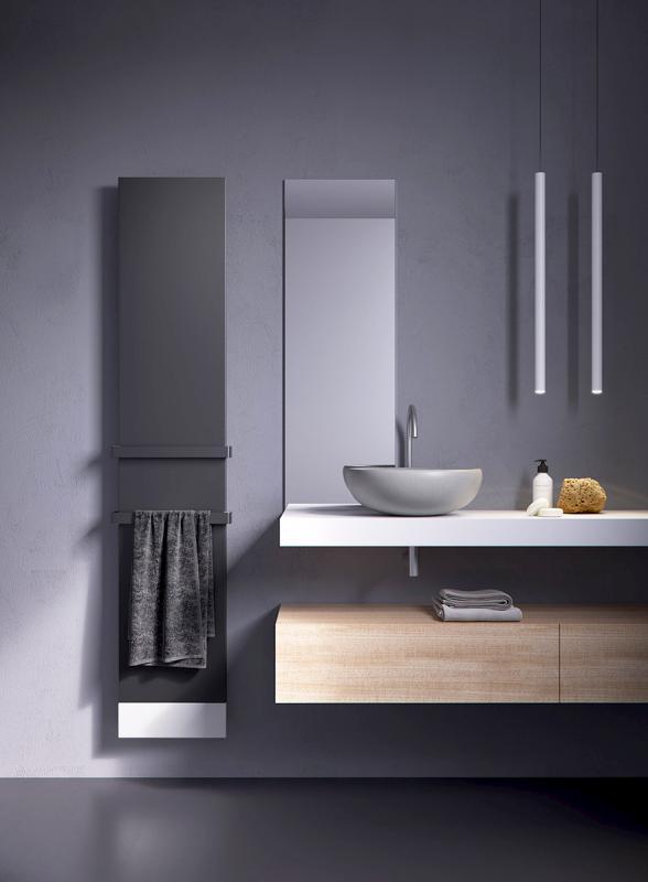Antrax Design-Heizkörper TI-Q vertikal, zweifarbig, Handtuchhalter in Farbe des Heizkörpers lackiert