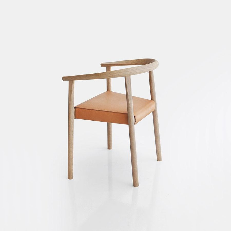 TOKYO Stuhl in Eiche mit Sitzfläche Festpolster Leder natur