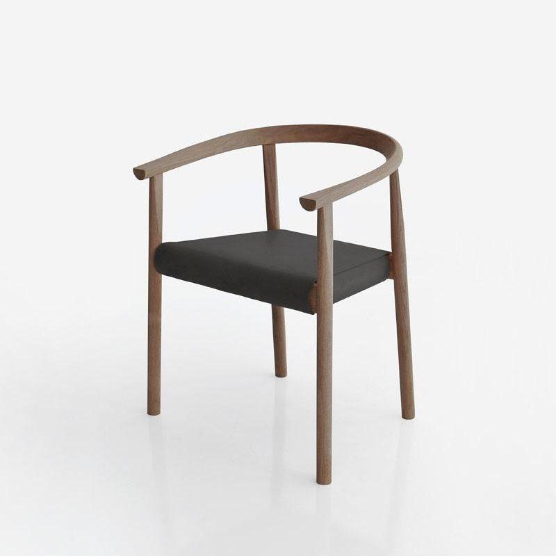 TOKYO Stuhl mit Gestell aus Walnuss und Ledersitz in schwarz