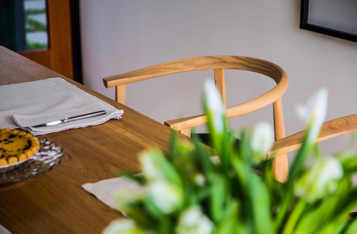 TOKYO Stuhl aus Walnuss, mit Ledersitz