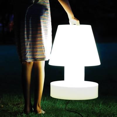 Bloom! Portable Lamp - von einem Mädchen getragen