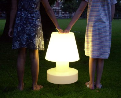 Bloom! Portable Lamp mit Batterie - so leicht