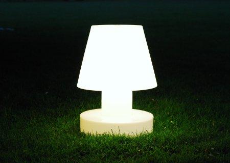 Bloom! Portable Lamp mit Batterie - im Garten