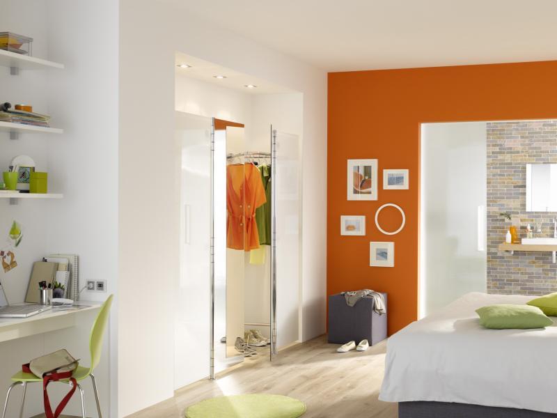 ALBATROS 1 Wandgarderobe ultrawhite mit Spiegel, 2 Stück in eine Niesche eingebaut