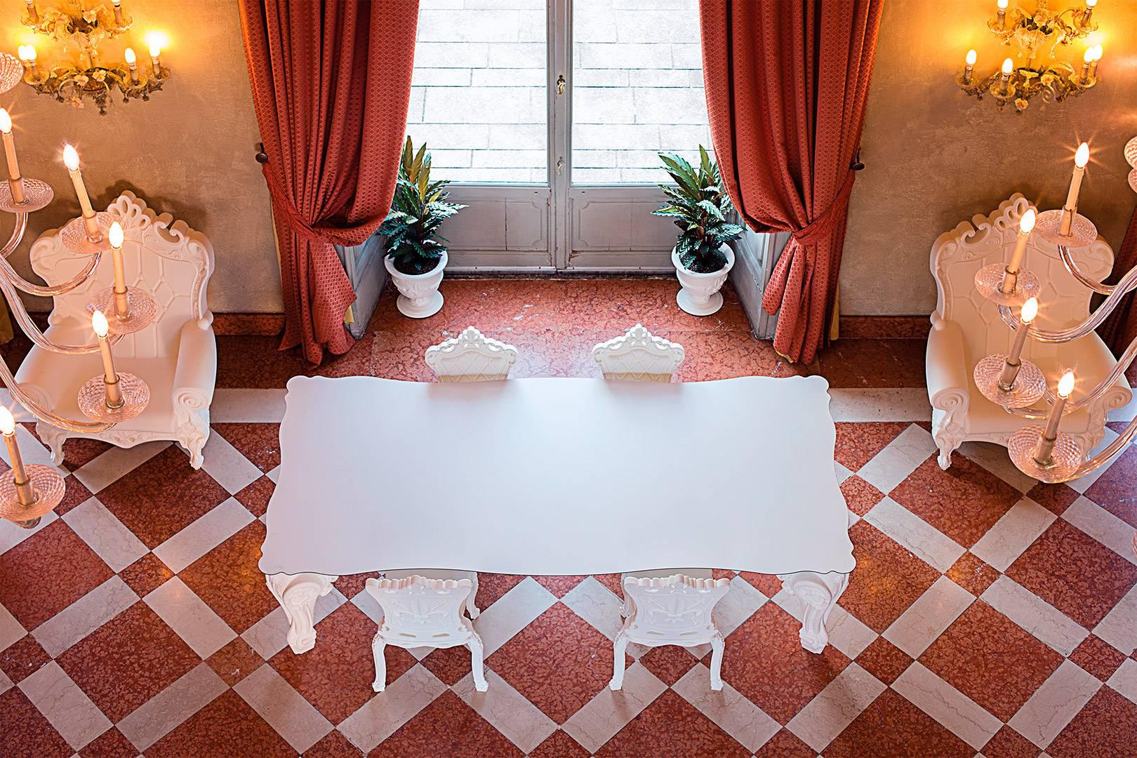 SIR OF LOVE Tisch weiß, mit HPL-Platte weiß, umgeben von PRINCESS Stuhl
