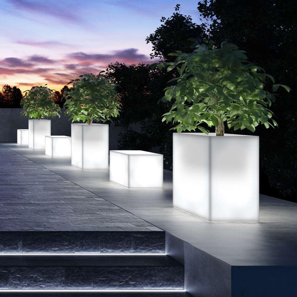 Kube high terrassenbegrenzer von euro3plast von for Pot lumineux exterieur solaire