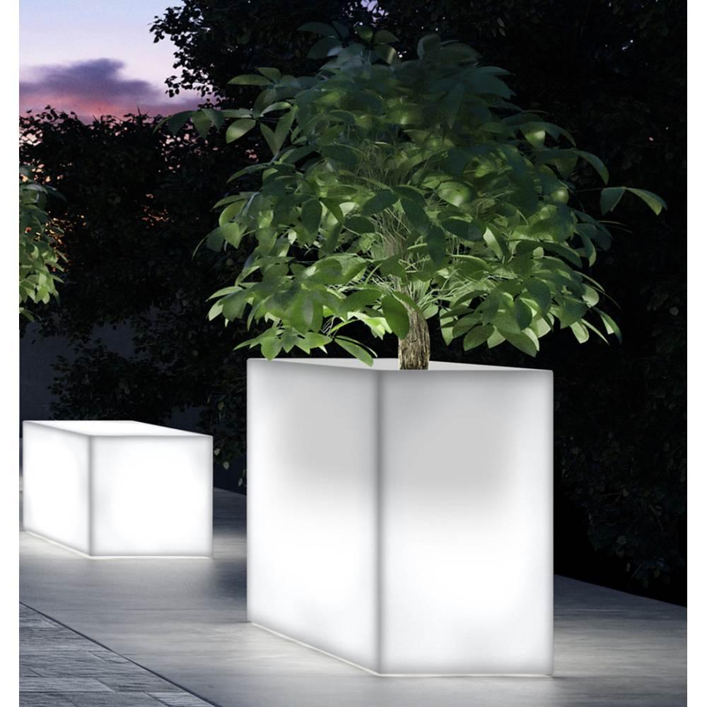 KUBE HIGH Terrassenbegrenzung und KUBE Leuchtbank