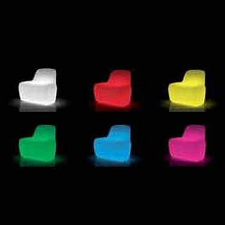 JETLAG Sessel in den LED RGBW Farben beleuchtet