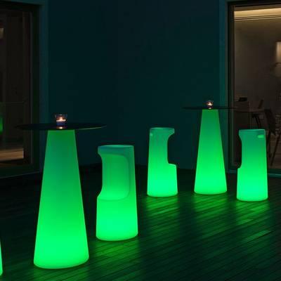 FURA Barhocker und FURA Stehtisch mit LED-Beleuchtung