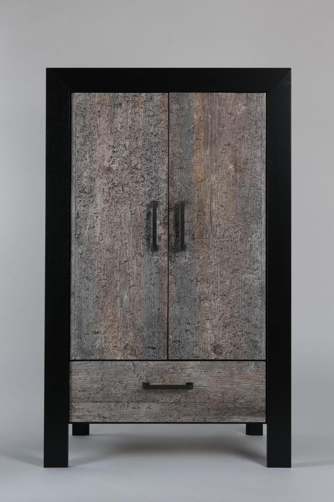 marian Schrank 2-türig, 165 cm, Fichte Altholz grau gewurmt, Rahmen Eiche schwarz