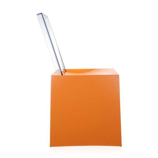 Miss Less Stuhl ohrange, von der Seite