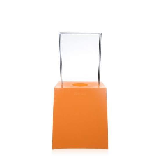 Miss Less Stuhl orange, von Hinten betrachtet