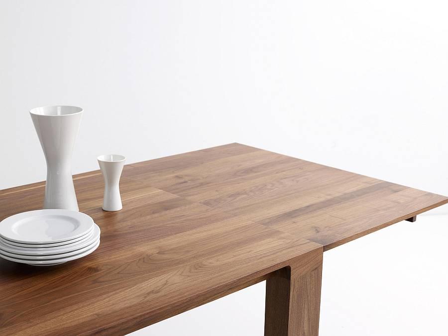 CURVE Tisch in Nussbaum, mit ausziehbarer Tischverlängerung mit Schmetterlingsbeschlag