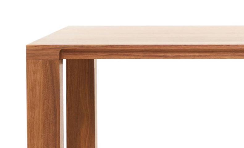 CURVE Tisch mit Detail der Tischplatte