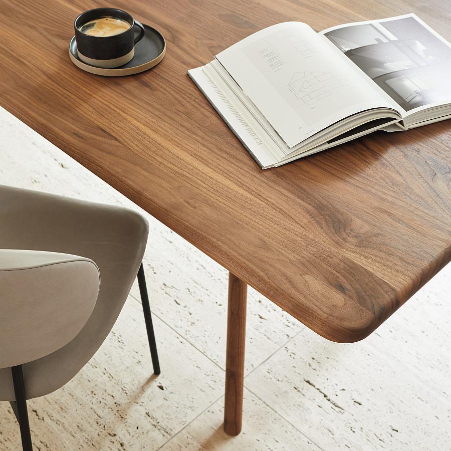 NIL Tisch, Detail der fein geschliffenen Ecken und Kanten
