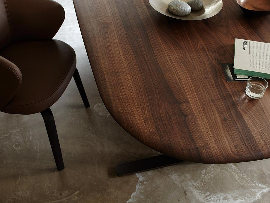 MOUNT Tisch mit Platte aus Nussbaum, Detail der großen Rundung