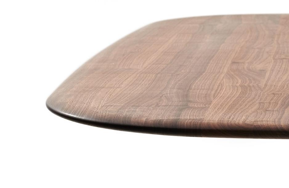 MOUNT Tisch mit fein geschlieffener, großen Rundung