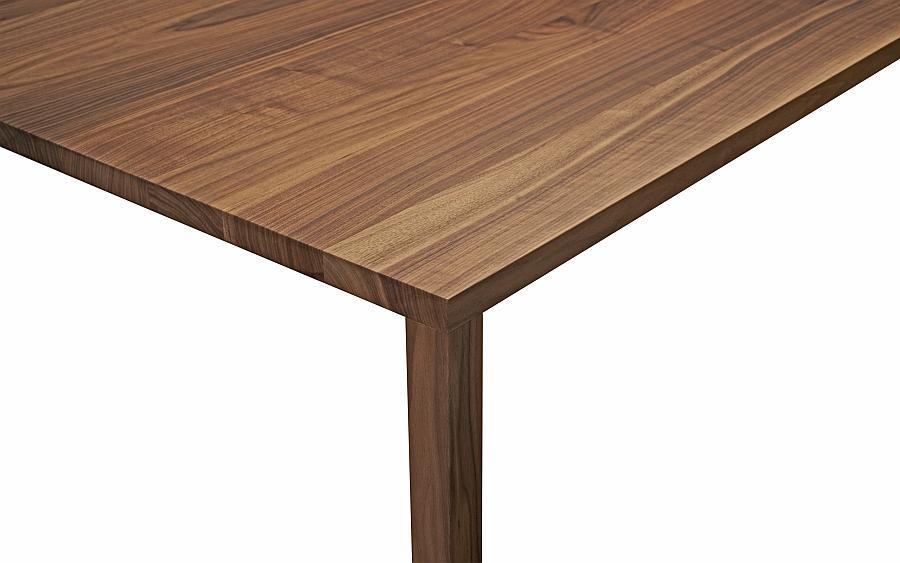 SLIC Tisch Nussbaum im Detail