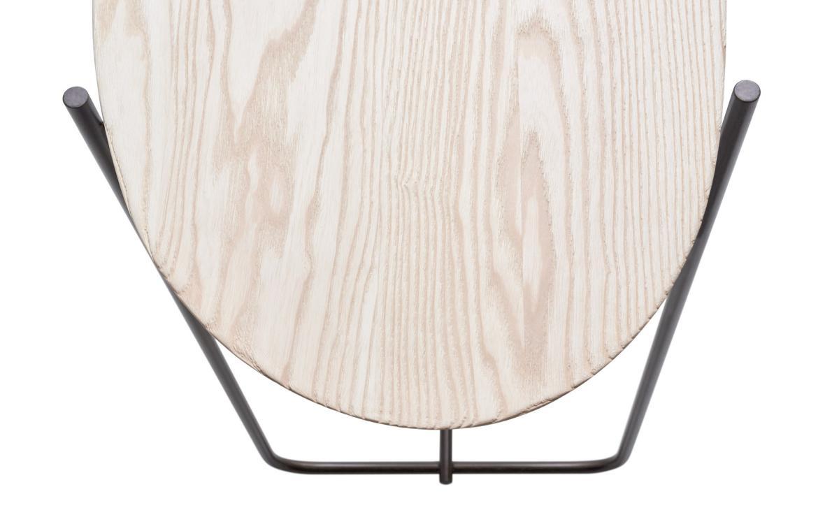 PEBBLE Konsole mit Detail der handgeformten und geschliffenen Tischplatte