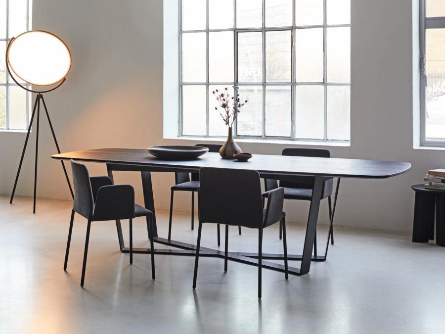 PERO Tisch mit Platte Barrelshape, leicht gerundete Kanten und Ecken