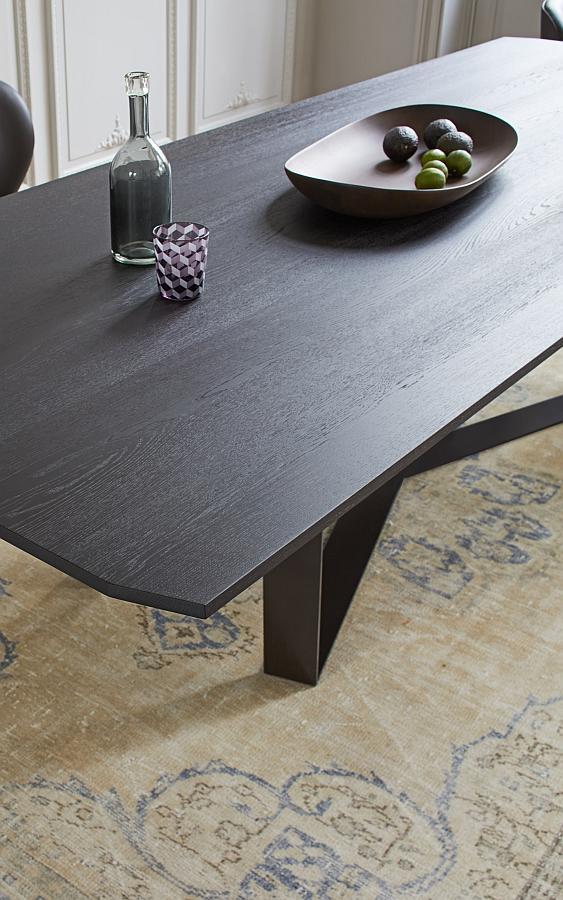 PERO Tisch eckig, mit gebrochenen Kanten