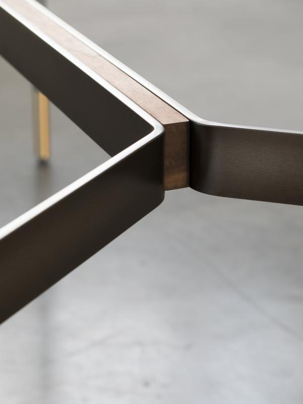 HARRI Tisch mit Holzeinlage im Stahlgestell, Ausführung wie Tischplatte