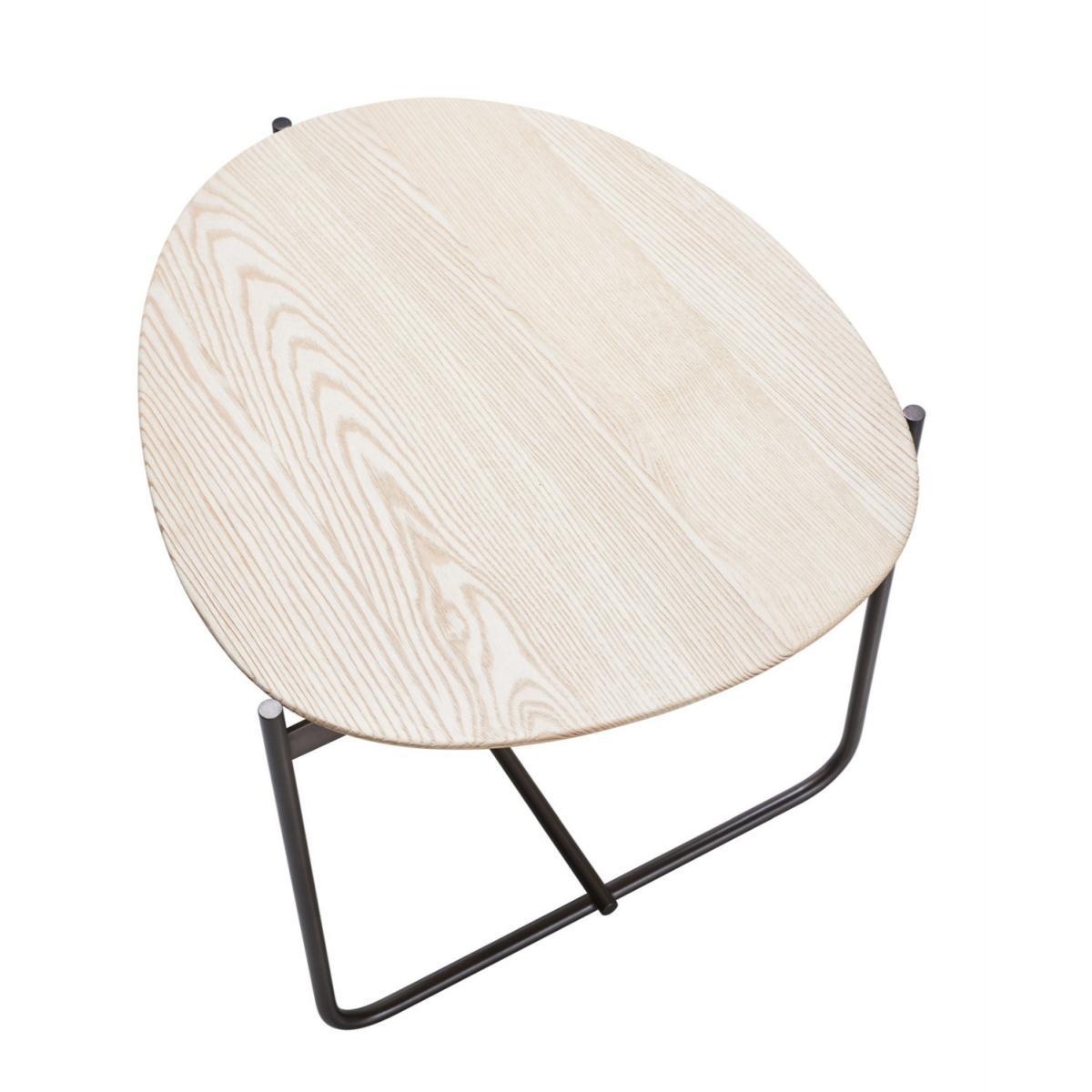 PEBBLE Beistelltisch mit Tischplatte per Hand geformt und grob geschliffenen Kanten