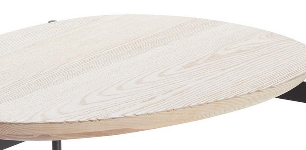 PEBBLE Beistelltisch im Detail die grob geschliffenen Kanten