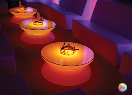 Lounge Leuchttisch LED PRO Accu Multicolor in der Bar