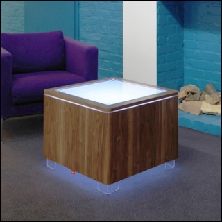 Beleuchteter Tisch ORA LED Akku und LED PRO Akku Walnuss funiert