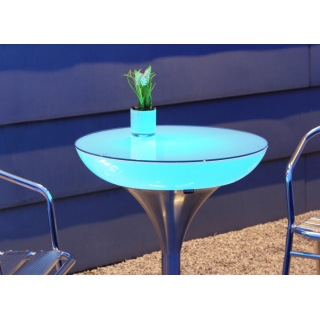 Lounge M 75 beleuchteter Bistrotisch in hellblauem Licht