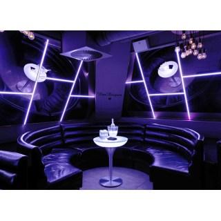 Lounge M 75 beleuchteter Bistrotisch im Club