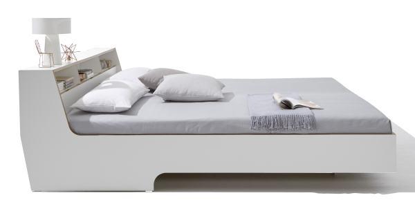 SLOPE Bett, mit Dekoration