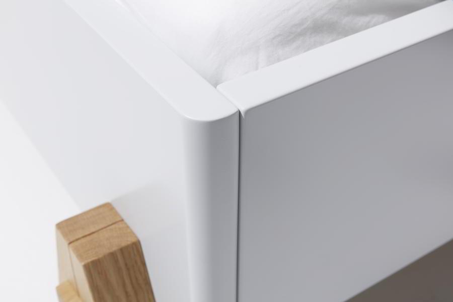 BOQ Bett mit eleganten Rundungen, in weiß lackiert