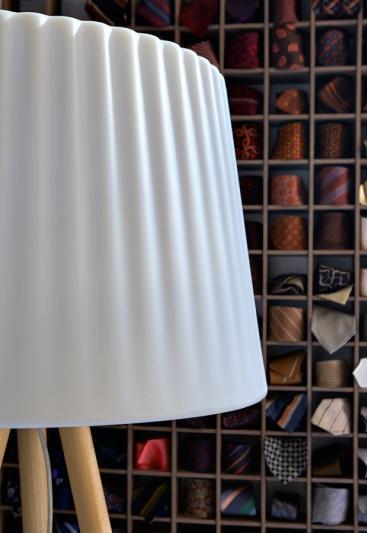 AGATA WOOD Standleuchte Detail Lampenschirm