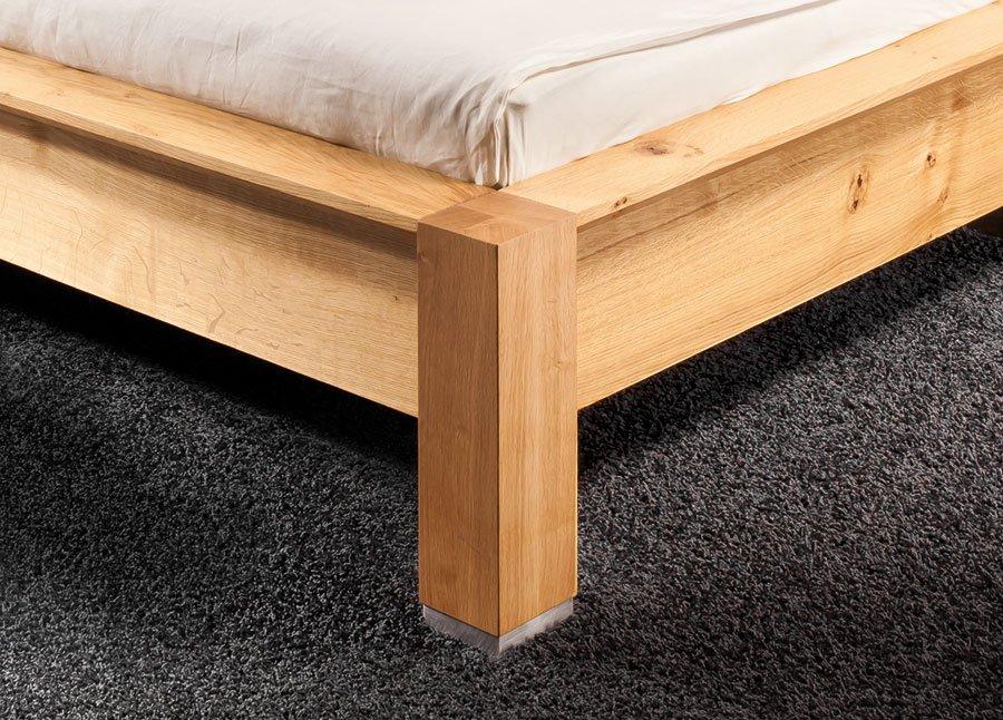 CAPO Bett Detail der Ausführung knorrige Eiche