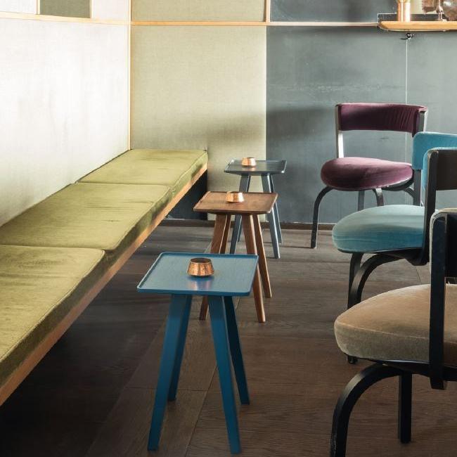 NINI Hocker / Beistelltisch Holz und Akzentfarbe