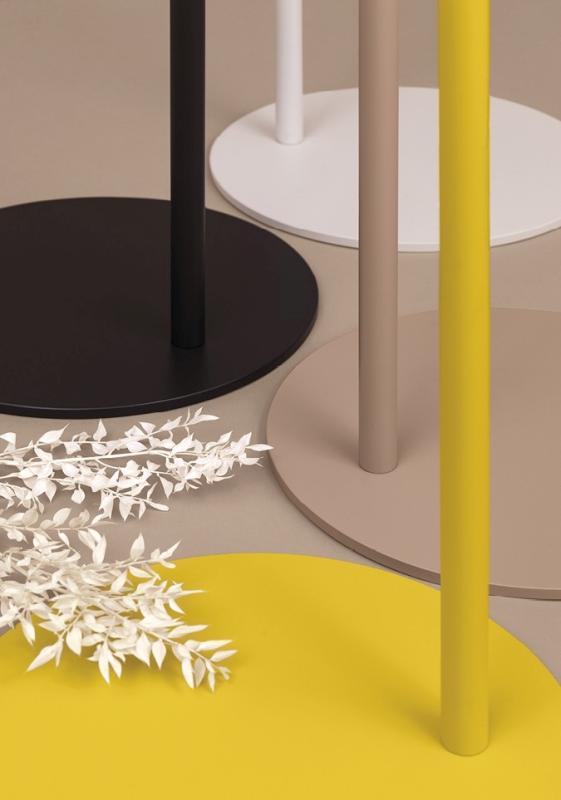 BOW Garderobenständer Detail vom Fuß, runde Stahlplatte farbig pulverbeschichtet