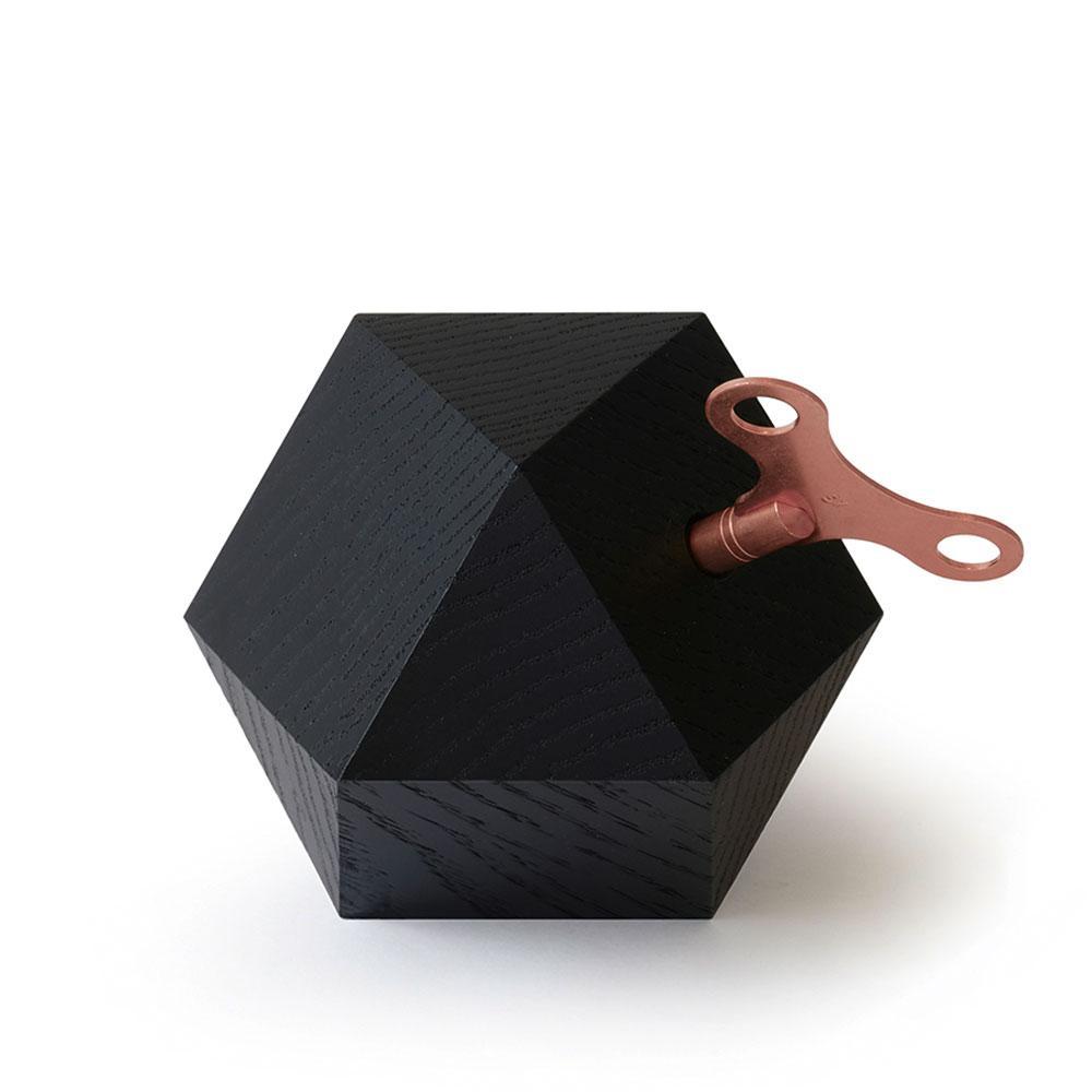 CARAT Spieluhr Erik Satie, Eiche schwarz mit Schlüssel in Kupfer