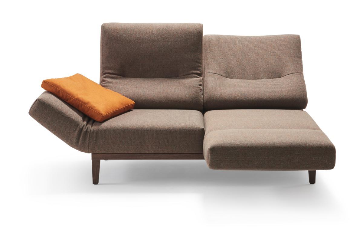 CHIMBA Sofa 2-sitzig, verstellbare Armlehnen, rechte Seite nach vorne gedreht, Gestell Nussbaum