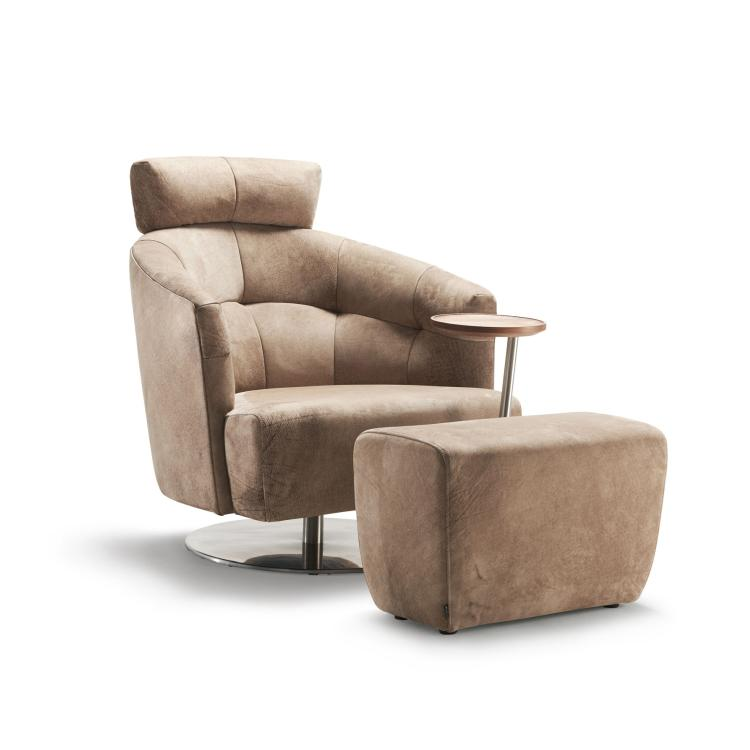 MATHEO Sessel mit Kopfstütze, Schwenktisch und passendem Hocker