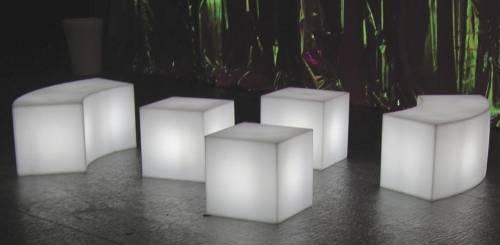 CUBO Leuchtwürfel 40 mit der SNAKE Sitzbank