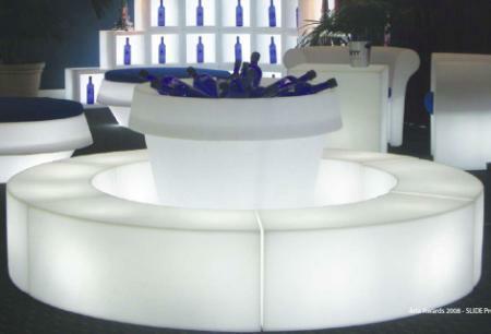 SNAKE beleuchtetes Sitzelement, großer Sitzkreis mit Blumentopf