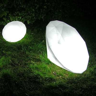 BIJOUX Diamantleuchte als Bodenleuchte im Garten