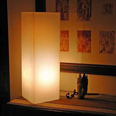 IO Leuchtsäule als Tischleuchte