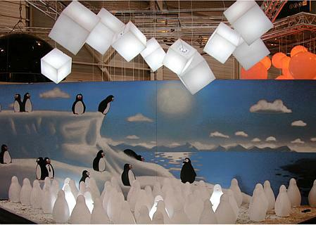 CUBO HANGING Pendelleuchte oben, unten: Koko Leuchtpinguine